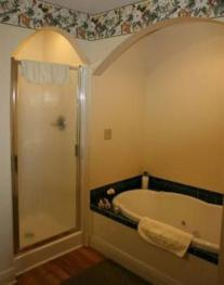 Magnolia Room in Carriage-Queen-Jacuzzi-Cottage-Balcony - Base Rate