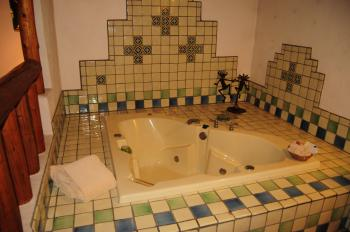 King-Jacuzzi-Romantic-Mountain View-Jacuzzi Suite