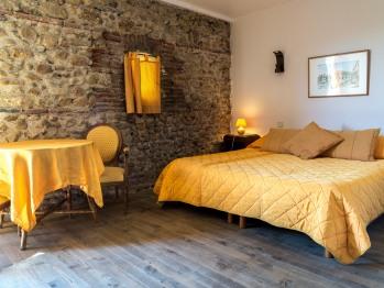 Chambre jaune près Perpigan et Collioure