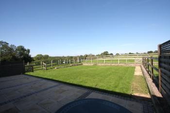Whitley Elm Cottages - Rear garden