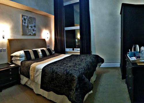 Double room-Premier-Ensuite with Shower - Base Rate