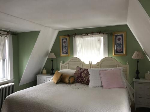Bonnie Room 304