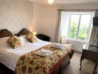 Deluxe Super King / Twin beds with Ensuite Shower and Sea Views