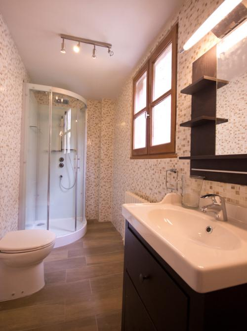 Deluxe-Double or Twin-Ensuite with Shower-Bessarel - Base Rate