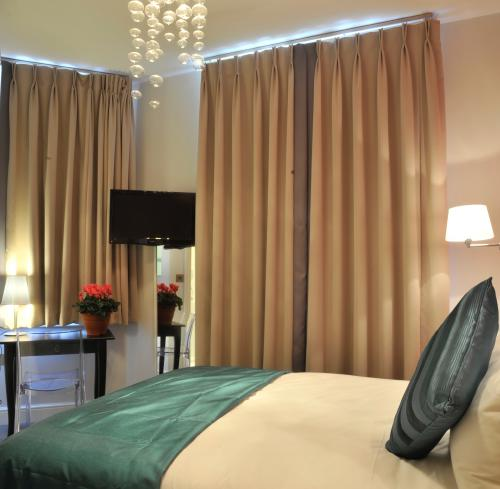Budget-Double room-Ensuite with Shower-Street View-Cosy room
