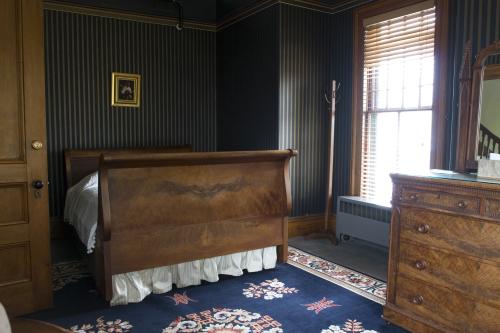 Double room-Shared Bathroom-Standard-3. The Bear Den - Base Rate