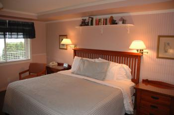 Winfield Inn Single Rooms-Single room-Private Bathroom-Lake View