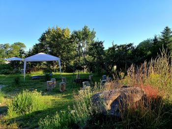Entspannen auf der Terasse und im Naturgarten