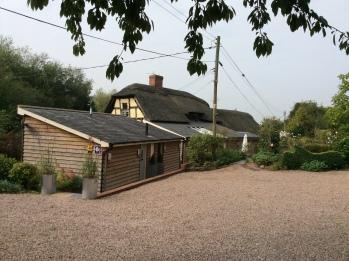 Cottage-Deluxe-Ensuite with Shower-Garden View-Garden Lodge