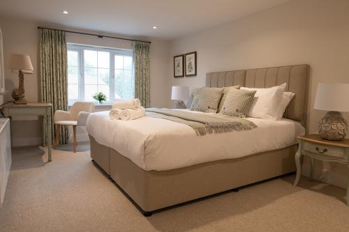 Rosemary-Double or Twin-Premium-Ensuite with Shower-Garden View - Breakfast Included