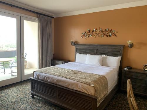 King-Ensuite with Jet bath-Standard-King Vineyard View Room - Base Rate