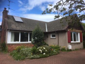 Beautiful Braemore Home in Cramond - Front garden