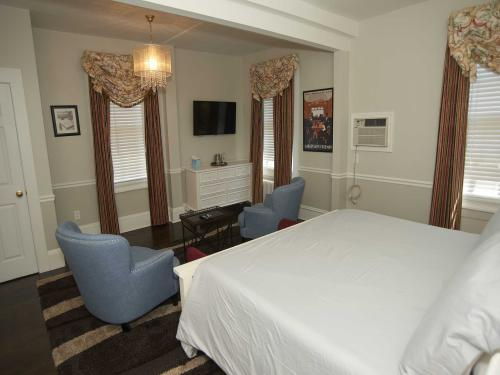 The Manor 122 Junior Suit-Double room-Ensuite-Standard - Base Rate