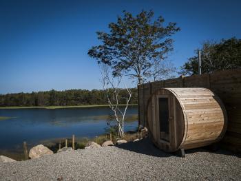 Auberge Thon Jaune – cedar barrel sauna