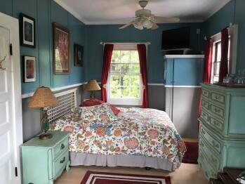 Ali'i Room Queen Bed