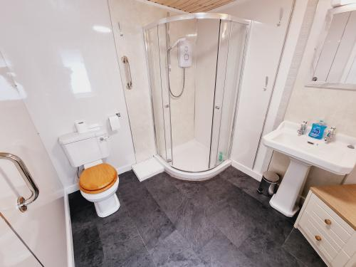Lodge-Ensuite with Shower-Gnd Floor-Double-Disabled
