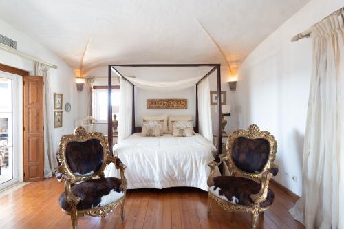 Lusitano Room-Suite-King-Ensuite with Jet bath-Balcony