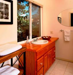 Master bathroom. Always clean with nice towels. Shampoo-body wash & conditioner provided.