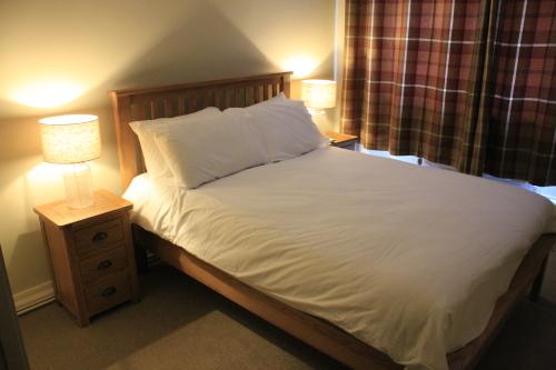 Standard Double Room. En-suite bath/shower