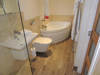 Hollerday Ensuite Corner bath (Room 7)