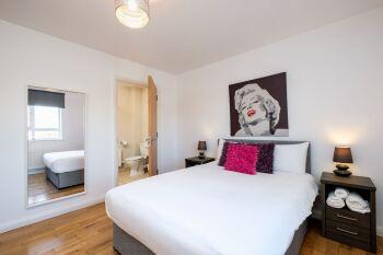 Bright Spacious Double En-Suite Bedroom