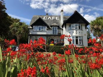 Cairn Bay Lodge - Cairn Bay Lodge & The Starfish Cafe