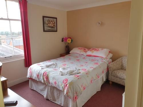 Double room-Ensuite with Shower-Street View-2nd Floor - Base Rate