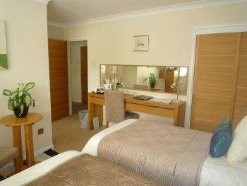 Double/Twin/Single-Ensuite-Alan Room