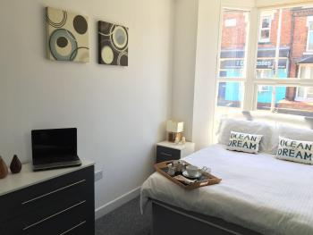 Crewe Rooms @ 97 Edleston Road - Ground floor double room with shared bathroom