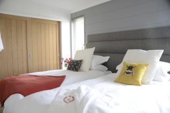 Honeycomb lodge Bedroom 2