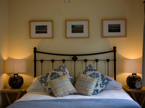 Junior Suite-Standard-Ensuite with Shower-Blue Cottage