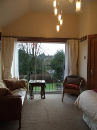 Large double room with ensuite facilities