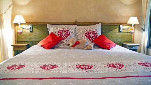 Chambre avec 1 grand lit double