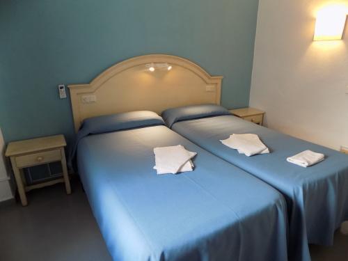 Doble con dos camas-Básico-Habitación con lavabo-Con Baño Compartido