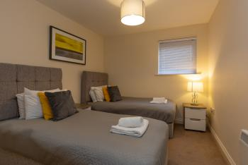 Higher Living - Professional Southampton Apartment - Bedroom 1.0