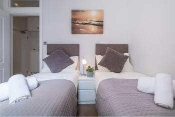 Heart of Brighton Town Centre by 9S Living - Bedroom 2