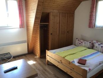 Doppelzimmer mit Du/ Wc/ TV/ Sitzmöglichkeit