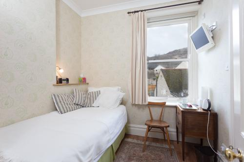 Single room-Ensuite with Shower-Comfort-Street View-Room 3 - Base Rate