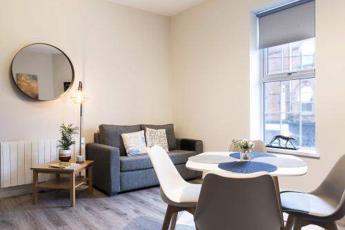 1 Bedroom-Deluxe-Ensuite-Street View-Apartment - Base Rate