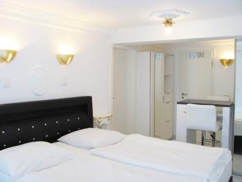 Doppelzimmer-Deluxe-Eigenes Badezimmer-Blick auf den Hof- | Number  2 - Standardpreis