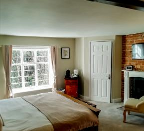 Suite-Superking-Ensuite with Bath-Garden View-Number 11