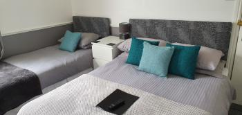 Triple room-Ensuite with Shower-Sleeps 3