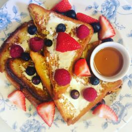 Maryville Tearoom breakfast French toast with fruit
