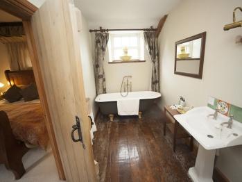 Farmhouse Room Bathroom