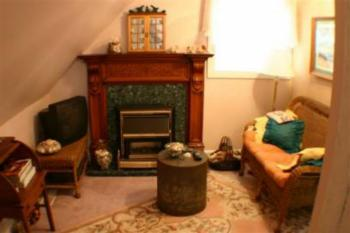 SITTING ROOM WITH FIREPLACE--WILLIE'S ROOM