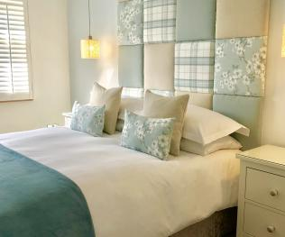 Suite-Superior-Ensuite with Shower-Sea View-Kingsize Bed