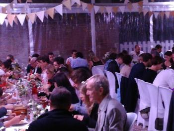 Toute la conivialité des repas de groupe au Mas Bazan