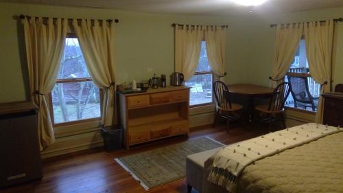 Triple room-Ensuite with Bath-Garden Room