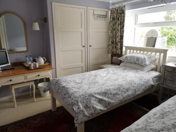 UPTHEDOWNS B&B - Purple Room