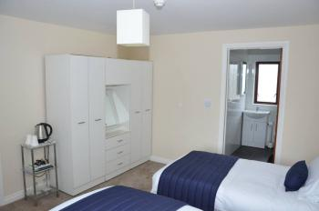 Room 2: 1x Double Bed, 1x Single Bed with En-suite (Bath/Shower combination)